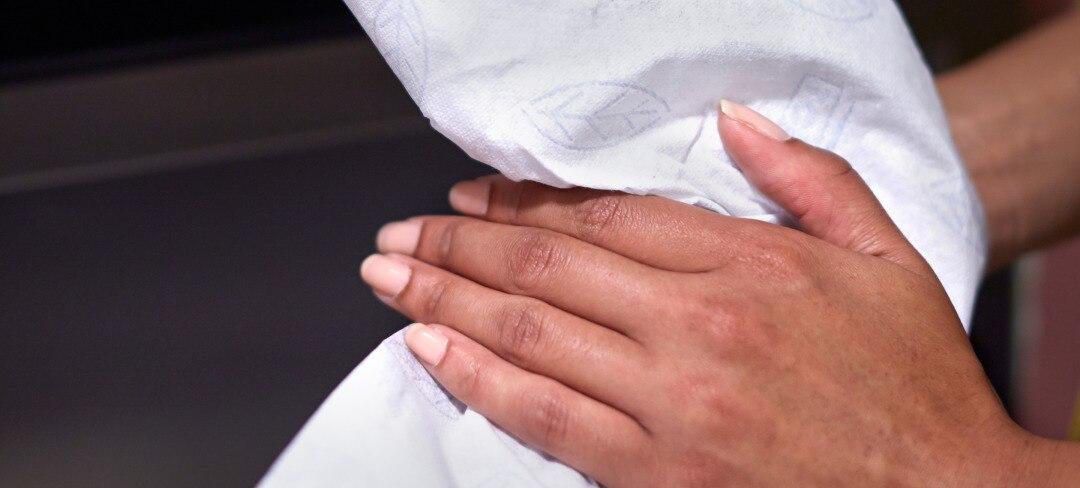 Wiping-hands-2880x1300.jpg