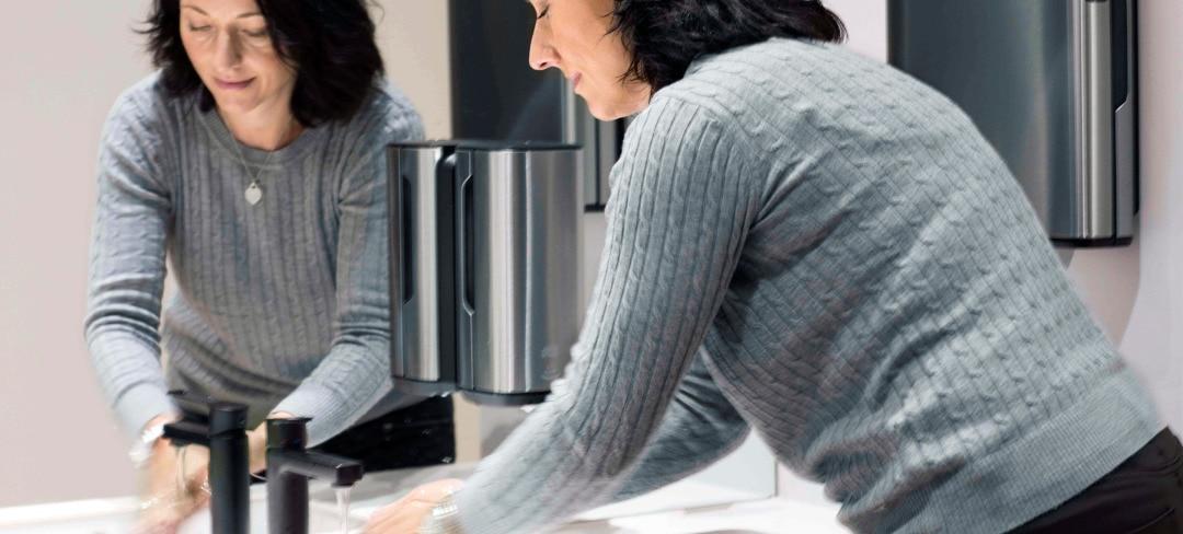 Woman_toilette_washing-hands_2880x1300.jpg