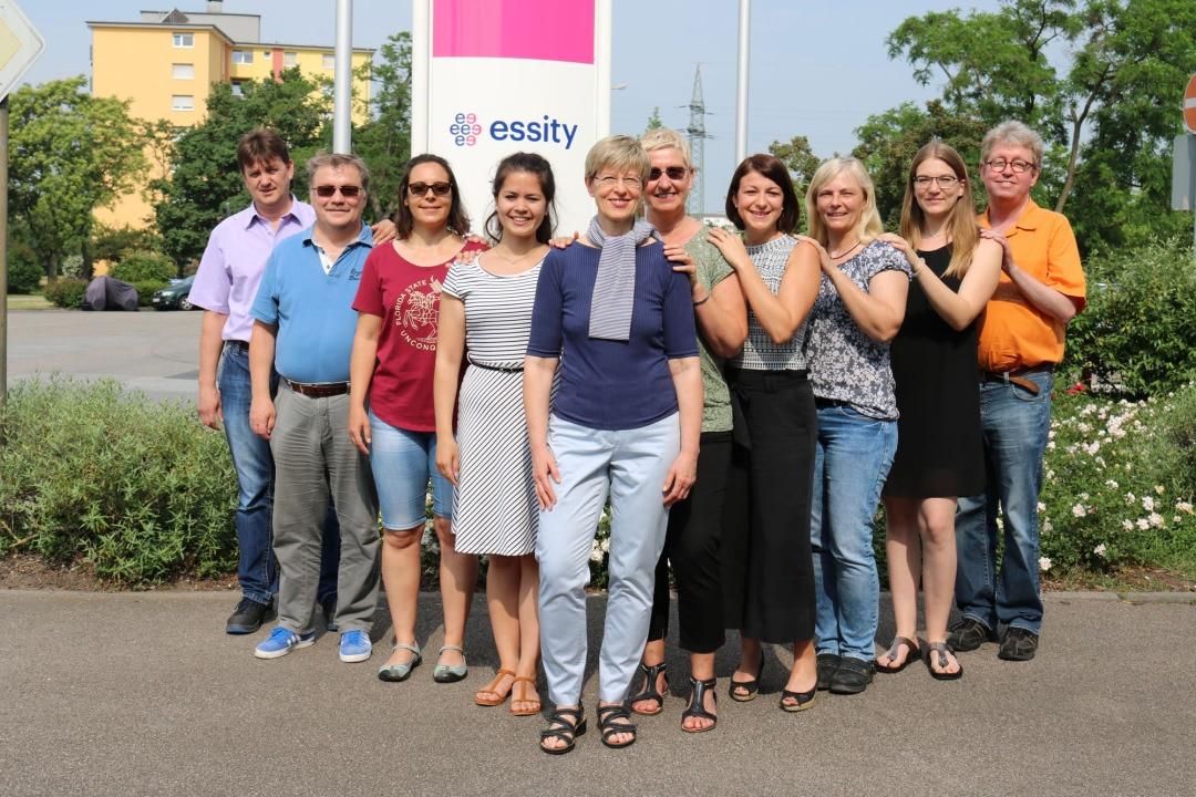 Ute Kaupp (vorne) mit ihrem Team für Tissue und Verarbeitung.
