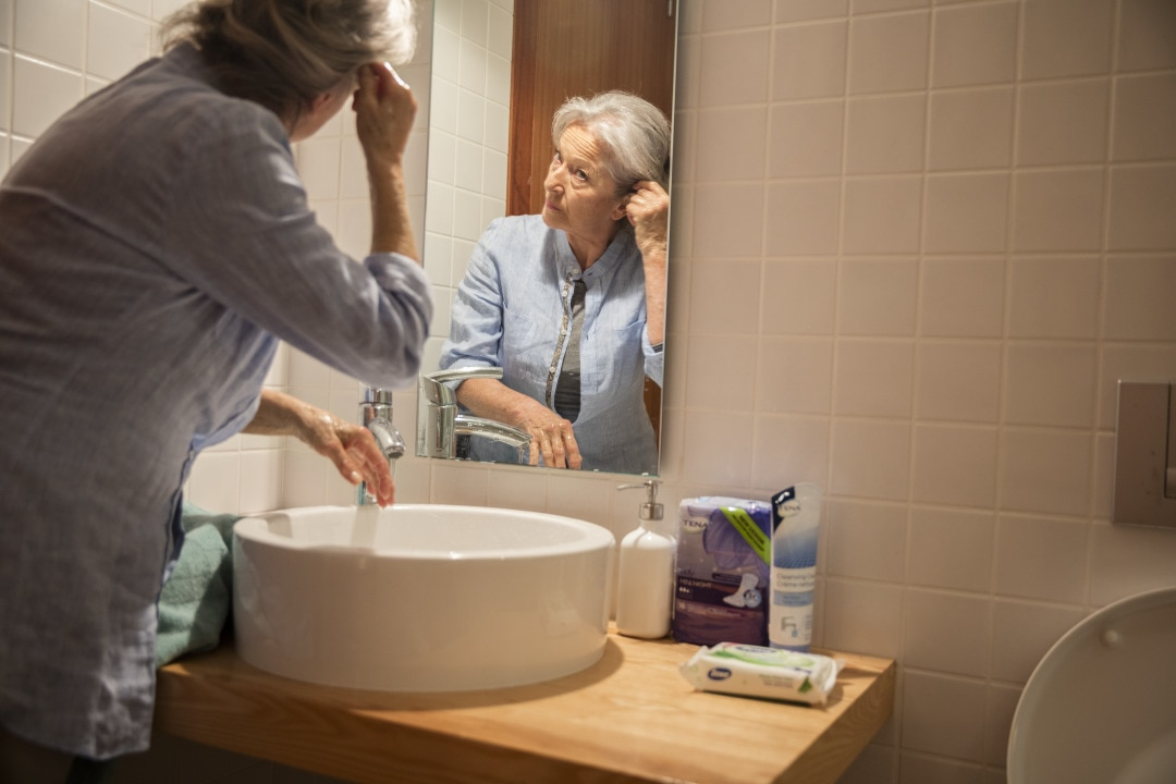 Older_woman_washing_hands_in_bathroom__6.tif